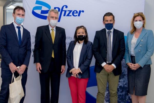 Επίσκεψη του Πρέσβη των ΗΠΑ στο Κέντρο Ψηφιακής Καινοτομίας της Pfizer