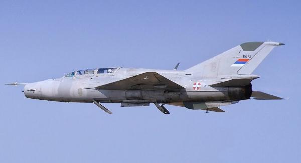 Συντριβή στρατιωτικού αεροσκάφους στη Σερβία