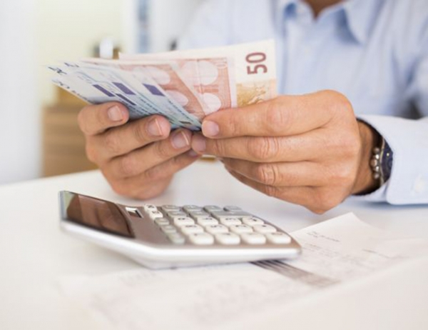 Σε ποιους καταβάλλεται σήμερα το επίδομα των 534 ευρώ