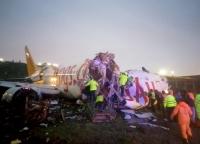 Κωνσταντινούπολη: Επιβατικό αεροσκάφος κόπηκε στη μέση κατά την προσγείωση