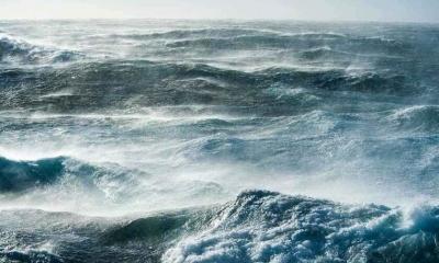 Ακυβέρνητο πλοίο στο Μυρτώο πέλαγος