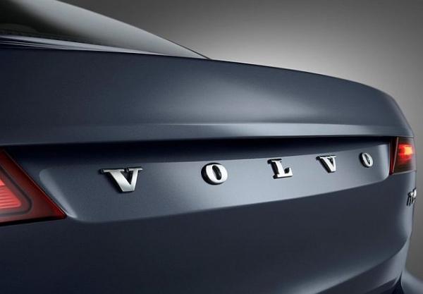 Volvo: Μειώνει την παραγωγή λόγω έλλειψης ημιαγωγών