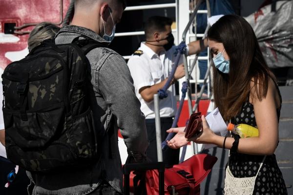 Εκατοντάδες παραβάσεις των μέτρων κατά του κορωνοϊού σε όλη την Ελλάδα