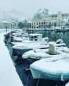 Στα λευκά η Λήμνος - Tα χιόνια έφθασαν στη θάλασσα