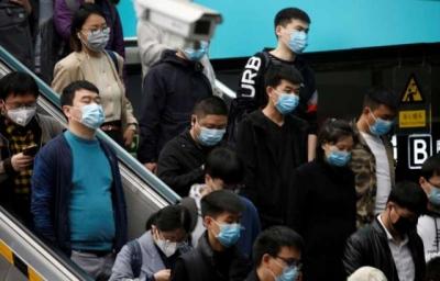 Λήξη του αποκλεισμού της Ουχάν, εκατοντάδες επιβάτες στον σιδηροδρομικό σταθμό