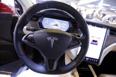 Tesla: Κερδοφορία για τρίτο συνεχόμενο τρίμηνο