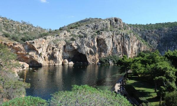 Κρούσμα κορωνοϊού στη λίμνη Βουλιαγμένης - Έκλεισε για σήμερα και αύριο