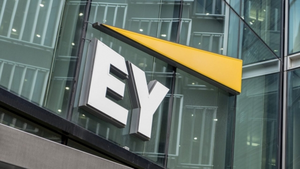 EY: Οι αποεπενδύσεις παγκοσμίως επιταχύνονται από τον COVID-19
