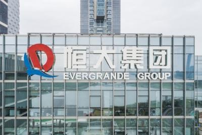 Evergrande: Πουλάει συμμετοχή σε τράπεζα έναντι 1,5 δισ. δολ. για να αντιμετωπίσει την κρίση χρέους