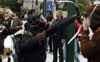Συνελήφθη ο «τοξοβόλος του Συντάγματος» σε μεγάλη επιχείρηση τα ξημερώματα