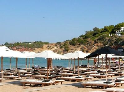 Νέες οδηγίες για τις οργανωμένες παραλίες - Επιτρέπονται τραπεζοκαθίσματα και delivery