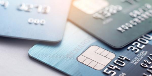 Διατηρείται το όριο των ανέπαφων συναλλαγών χωρίς PIN έως 50 ευρώ