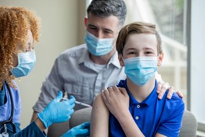 Εμβολιασμοί παιδιών 12-17 ετών: Ερωτήσεις-απαντήσεις από την Εθνική Επιτροπή Εμβολιασμών