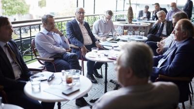 Συνάντηση Μητσοτάκη με τους δημάρχους της Δυτικής Αθήνας