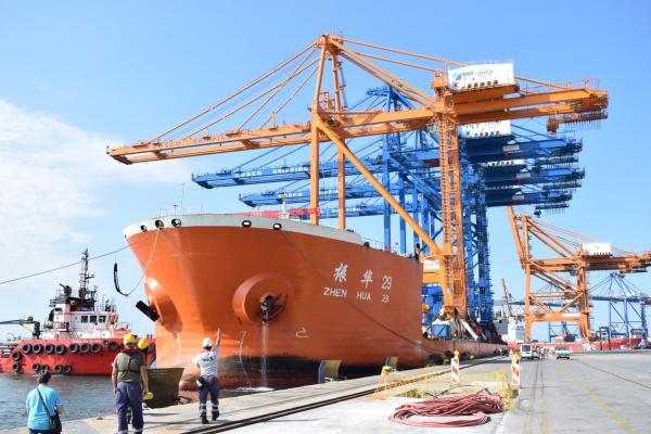 Κατέφθασε στο Λιμάνι του Πειραιά η Γερανογέφυρα Φορτοεκφόρτωσης Πλοίων Super Post Panamax του Προβλλιμήτα Ι