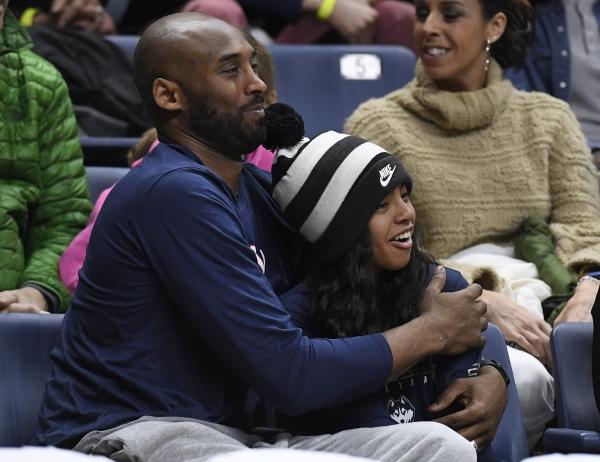 Παγκόσμιο σοκ από τον τραγικό θάνατο του θρύλου του NBA Κόμπι Μπράιαντ και της 13χρονης κόρης του
