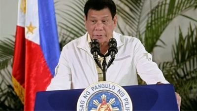 Ο πρόεδρος των Φιλιππίνων απειλεί τους αρνητές του εμβολίου με φυλάκιση και φάρμακα για ζώα